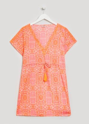 b34163fa3176a This bright kaftan is just the ticket for an easy day at the beach look.  Wear with an over-sized cream sunhat.