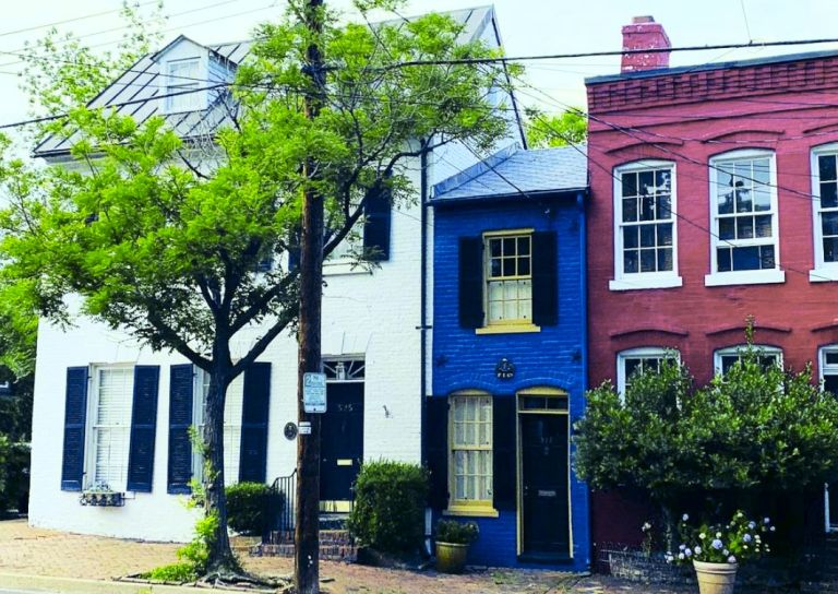 America's smallest house – The Spite House