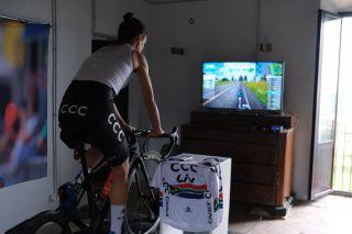 Ashleigh Moolman-Pasio riding on Zwift