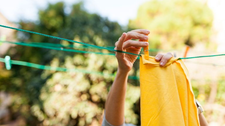how long can coronavirus live on clothes: laundry