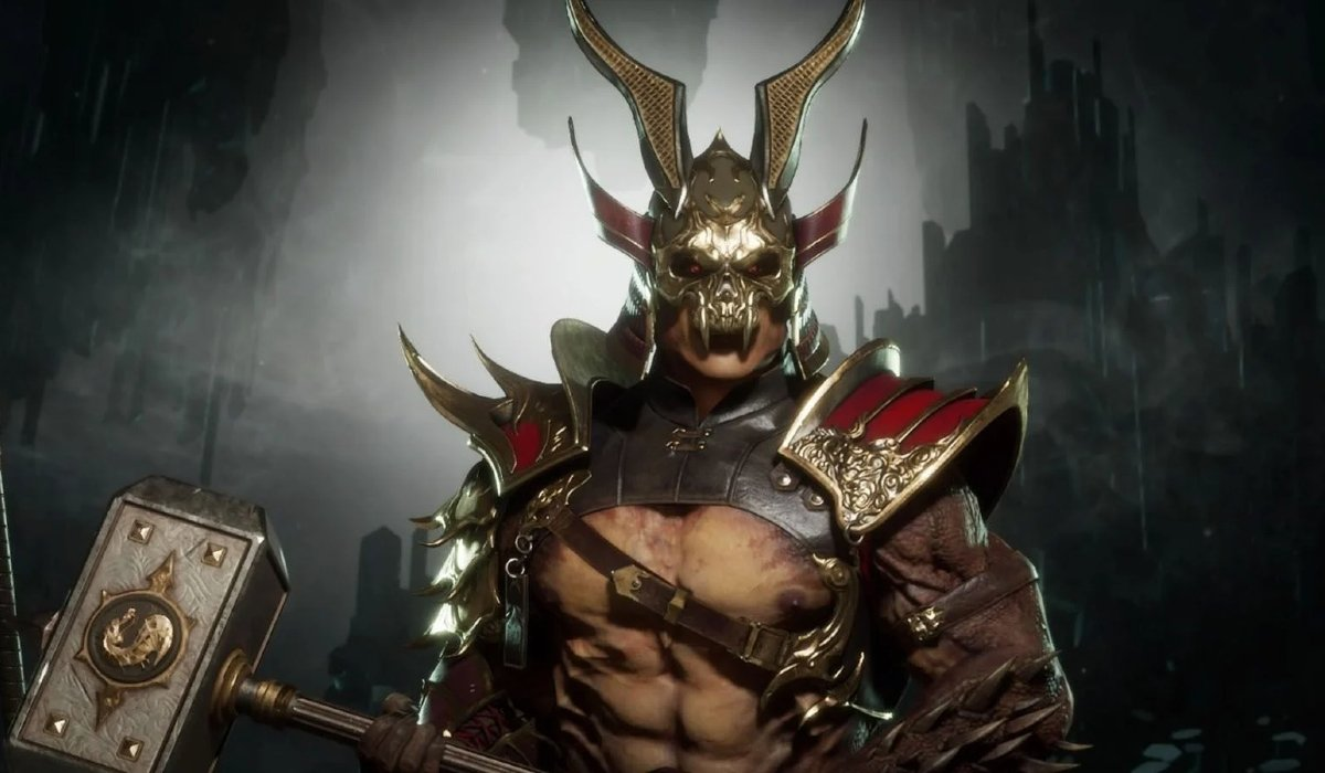 Mortal Kombat Shao Kahn holding a weapon in costume