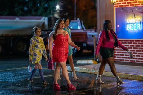 Annie (Aidy Bryant) and her friends go out in season 3 of 'Shrill'