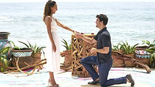 Joe Amabile proposes to Serena Pitt on Bachelor in Paradise