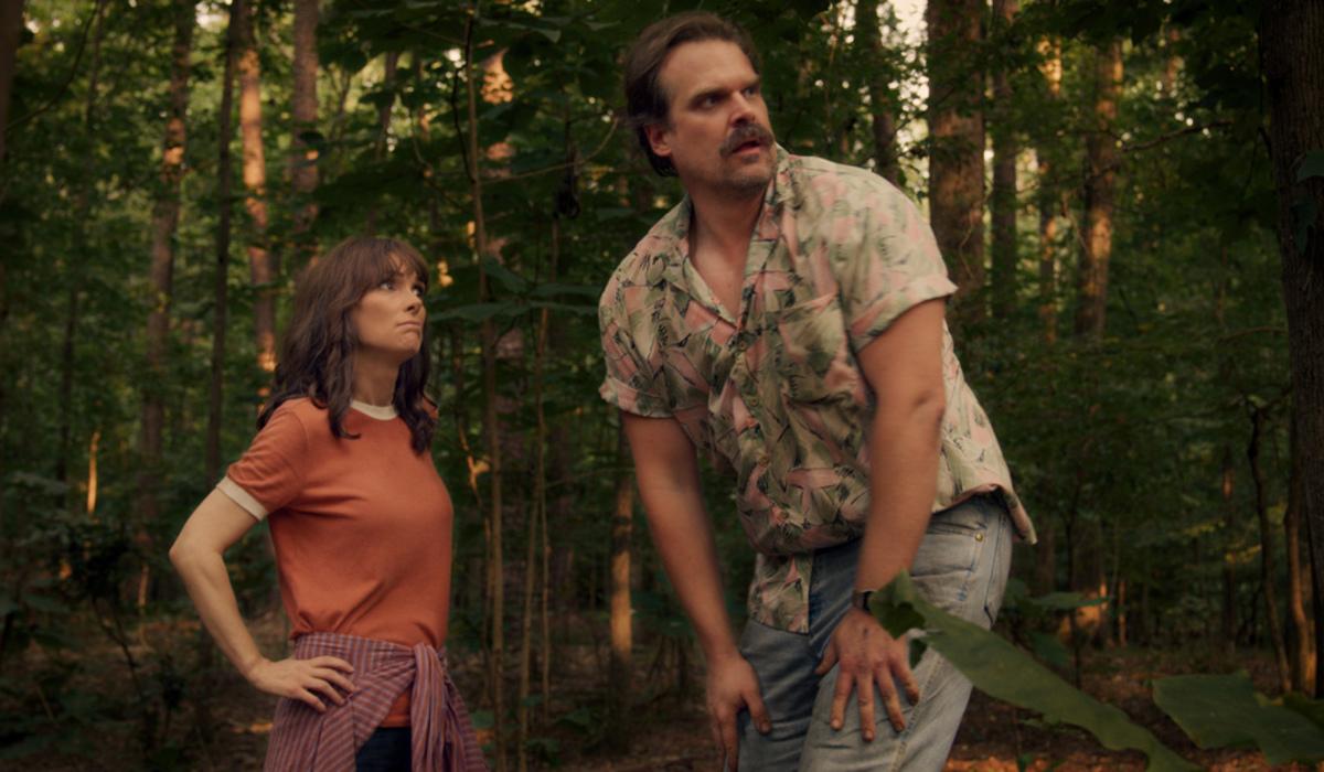 stranger things season 3 joyce hopper arguing woods netflix
