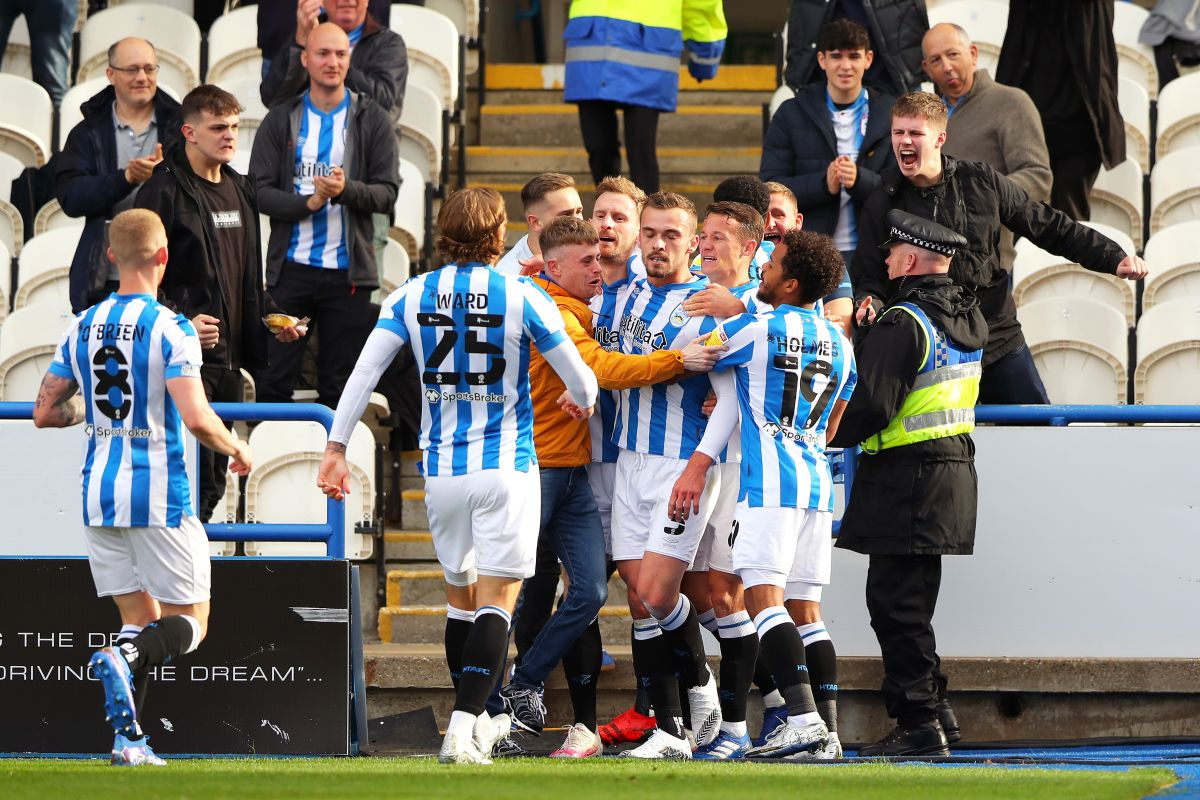 Tom Lees and Duane Holmes fire Huddersfield into play-off spots