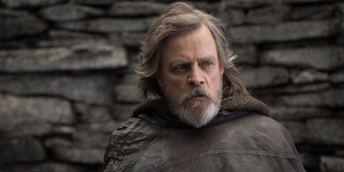 Luke Skywalker looks on in Star Wars: The Last Jedi (2017)