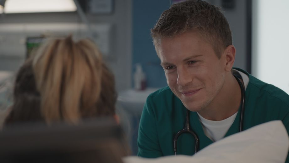 Casualty legend Ethan treats Big Al's daughter Abigail