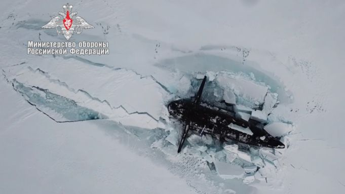 3 Russian nuclear submarines simultaneously punch through Arctic ice