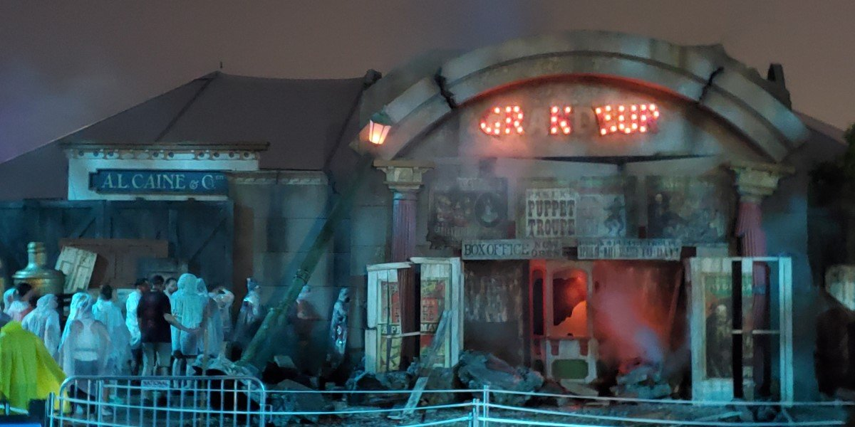 outside of puppet theatre: captive audience haunted maze at universal studios orlando halloween horror nights