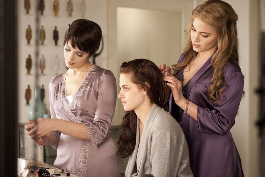 Nine New Twilight Saga: Breaking Dawn Part One Stills Hit The Web  #5002
