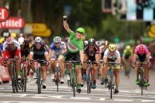 André Greipel (Lotto Soudal) wins the stage 5 bunch sprint at the Tour de France