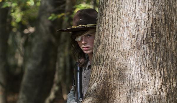 carl hiding with gun walking dead