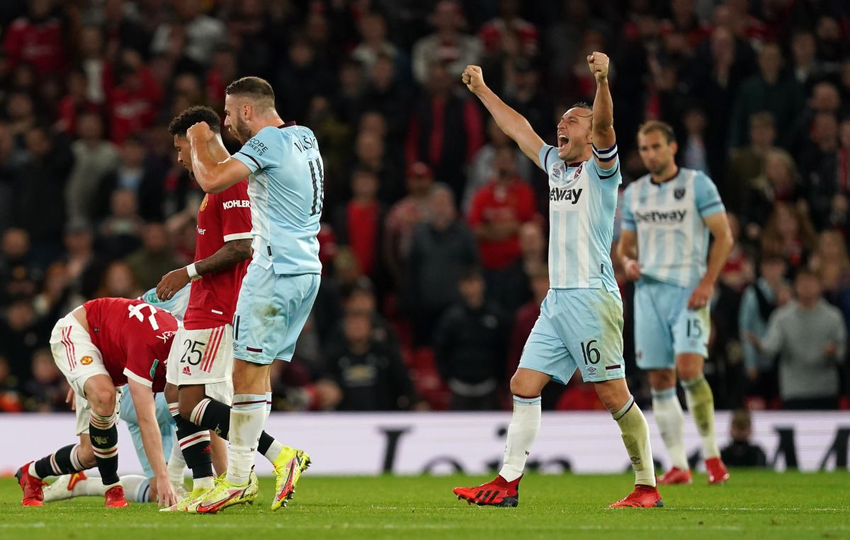West Ham knock out Man Utd as Chelsea and Tottenham edge through on penalties