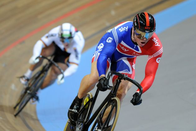 Chris Hoy beats Robert Forstemann men's sprint 2011 world track championships.jpg