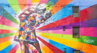 A mural depicts the famous V-J Day kiss.