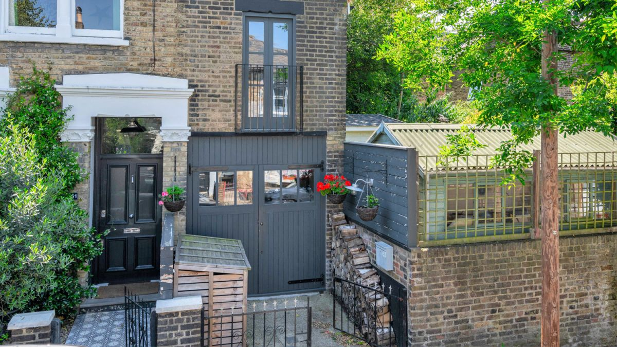 Step inside this tiny house that's narrower than a London bus