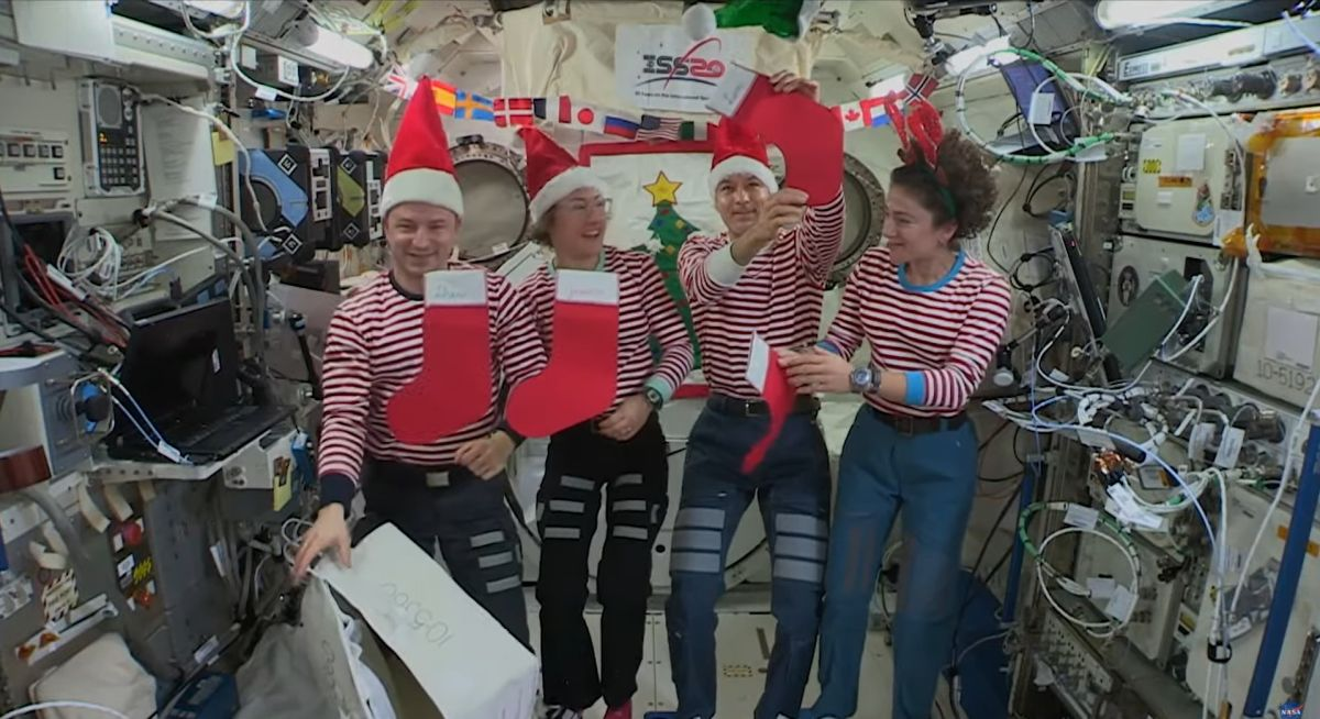 Happy Holidays from Space! Astronauts Send Christmas Cheer to Earth in Video - Space.com