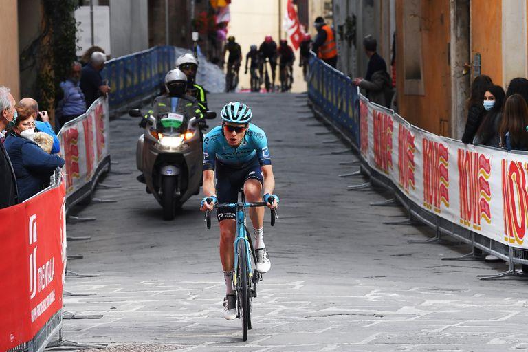 Aleksandr Vlasov riding into second overall at the Giro d'Italia 2021