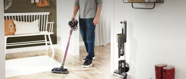 LG cordzero a9 kompressor vacuum in use on wood floors