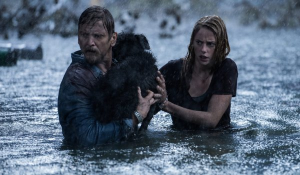 Crawl Barry Pepper and Kaya Scodelario rescue an animal during a hurricane