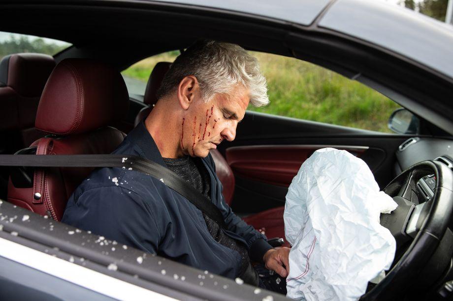 Coronation Street spoilers: Robert Preston crashes his car!