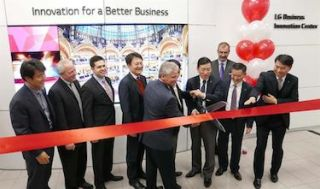 LG Opens Business Innovation Center in Chicago, Launches New Digital Signage Displays
