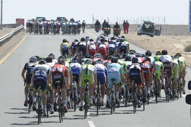 Wind has split the peloton on stage four of the 2014 Tour of Qatar