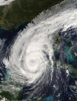 hurricane-wilma-100713-02
