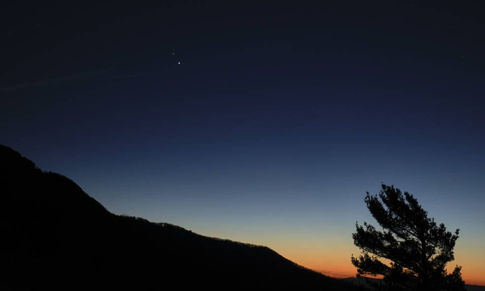 How to photograph the winter solstice 'great conjunction' of Jupiter and Saturn tonight