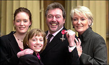 Jeremy Beadle dies after contracting pneumonia