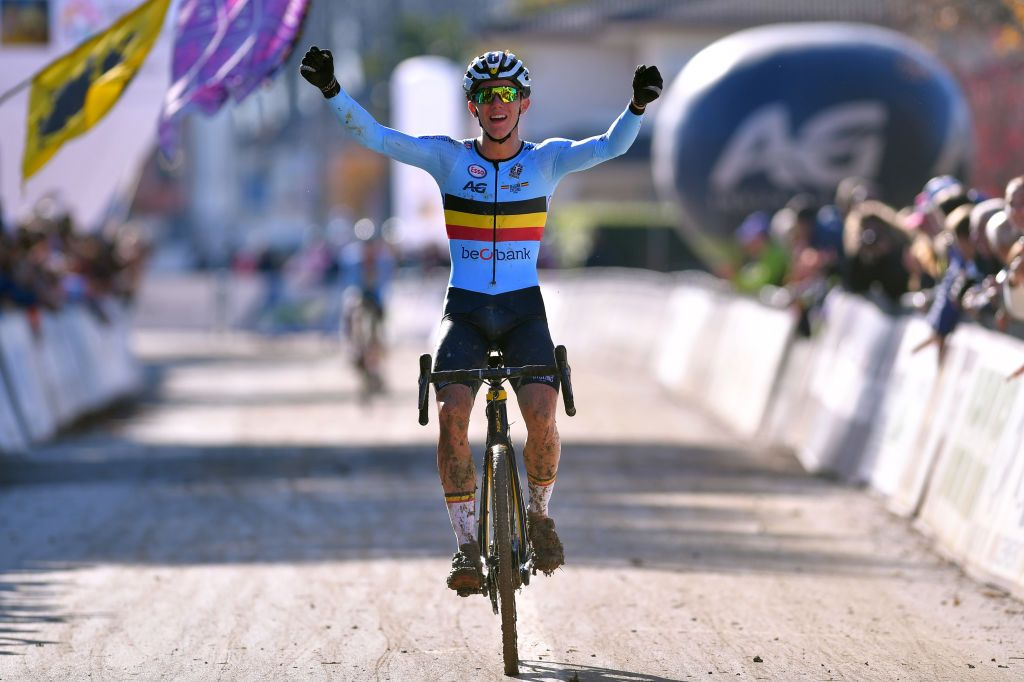 Cyclo-cross World Cup: Thibau Nys wins junior men's race in Nommay
