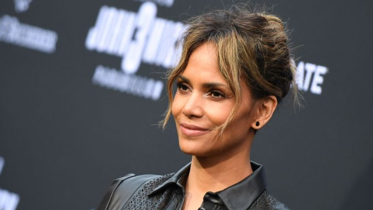 """US actress Halle Berry arrives for the Los Angeles special screening of Lionsgate's """"John Wick: Chapter 3 - Parabellum"""" at the TCL Chinese theatre on May 15, 2019 in Hollywood."""