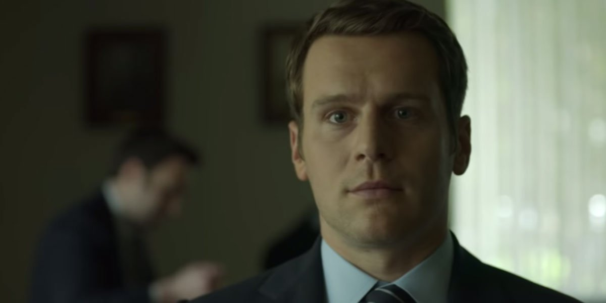 Holden confronting serial killers in Mindhunter Season 2