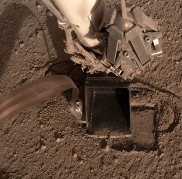 Mole Movement! Mars Lander's Heat Probe Gets a Little Unstuck