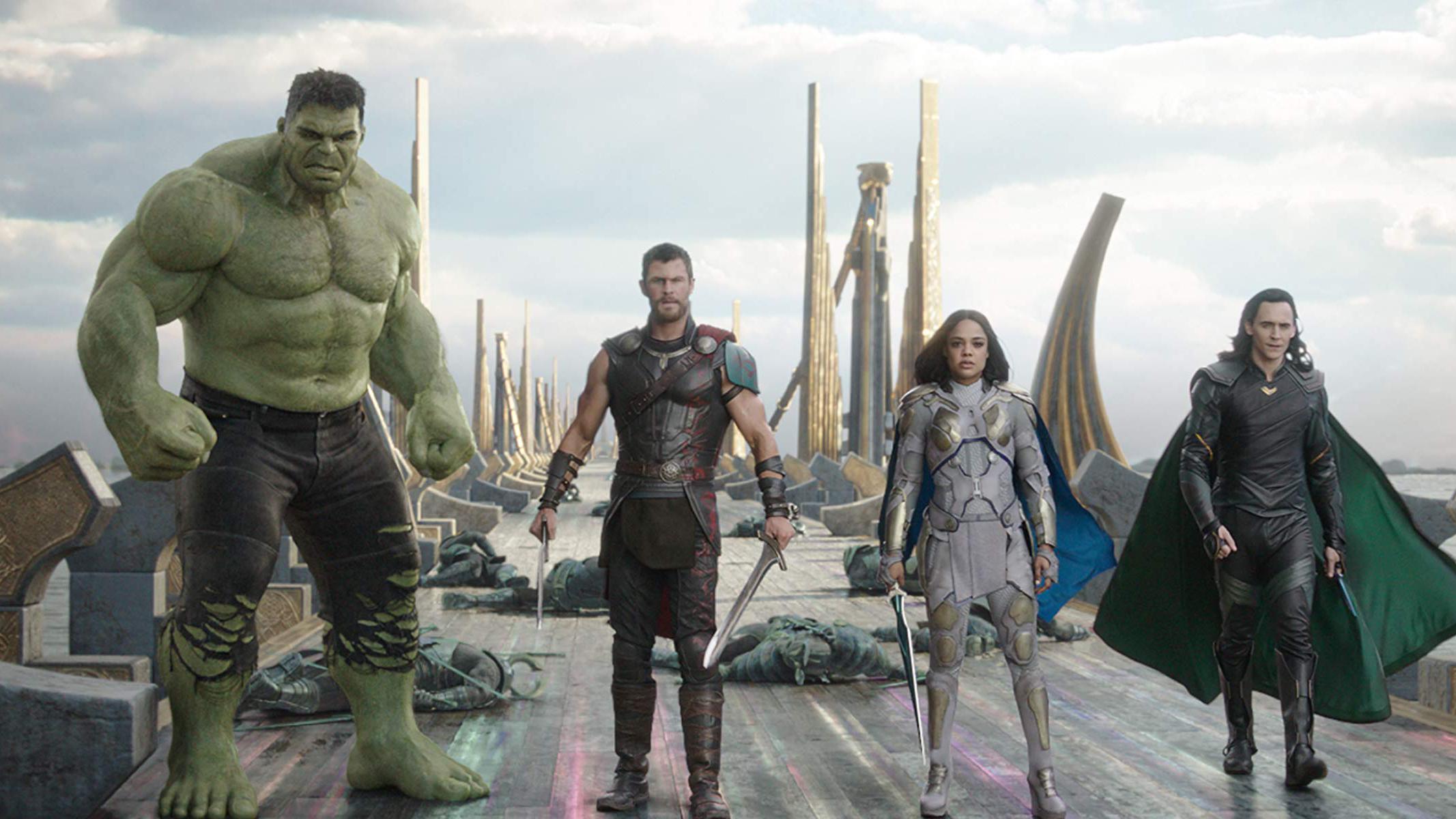 Desde la izquierda: Mark Ruffalo, Chris Hemsworth, Tessa Thompson y Tom Hiddleston en