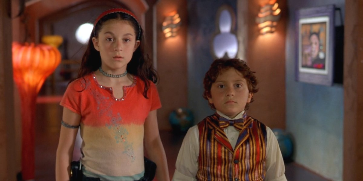 Alexa Vega and Daryl Sabara in Spy Kids
