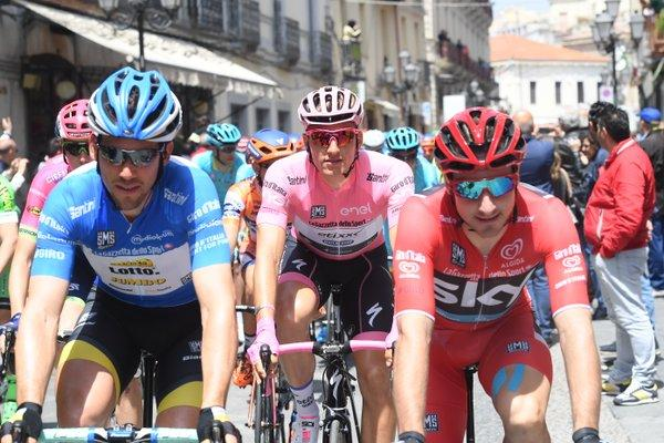 Marcel Kittel (Etixx-QuickStep) rolls out in the pink jersey
