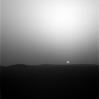 Night Moves: Spirit Mars Rover Turns Astronomer