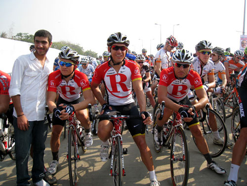McEwen and Hunter ready to start, Tour de Mumbai 2011