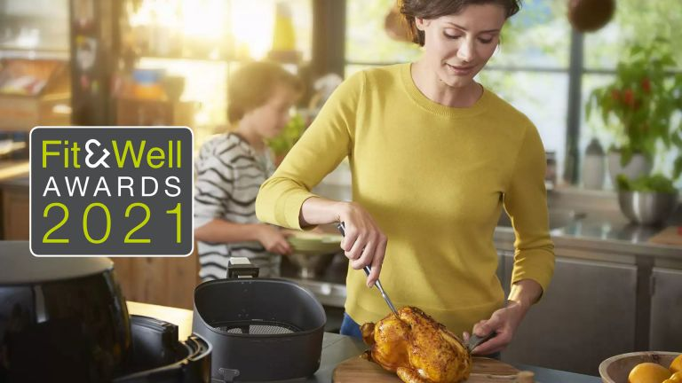 Woman using the Philips Airfryer XXL
