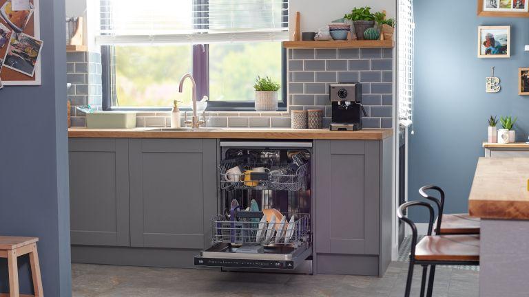 BEKO DEN59420DX Full-size Smart Dishwasher in kitchen