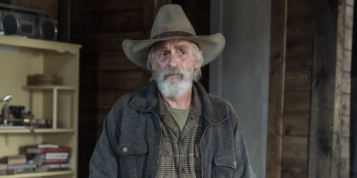 Fear The Walking Dead's June Is Not Too Friendly With Keith Carradine's Mystery Character In New Episode Clip