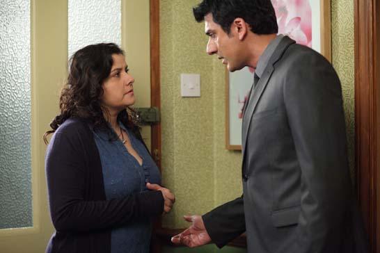 Yusef comforts Zainab