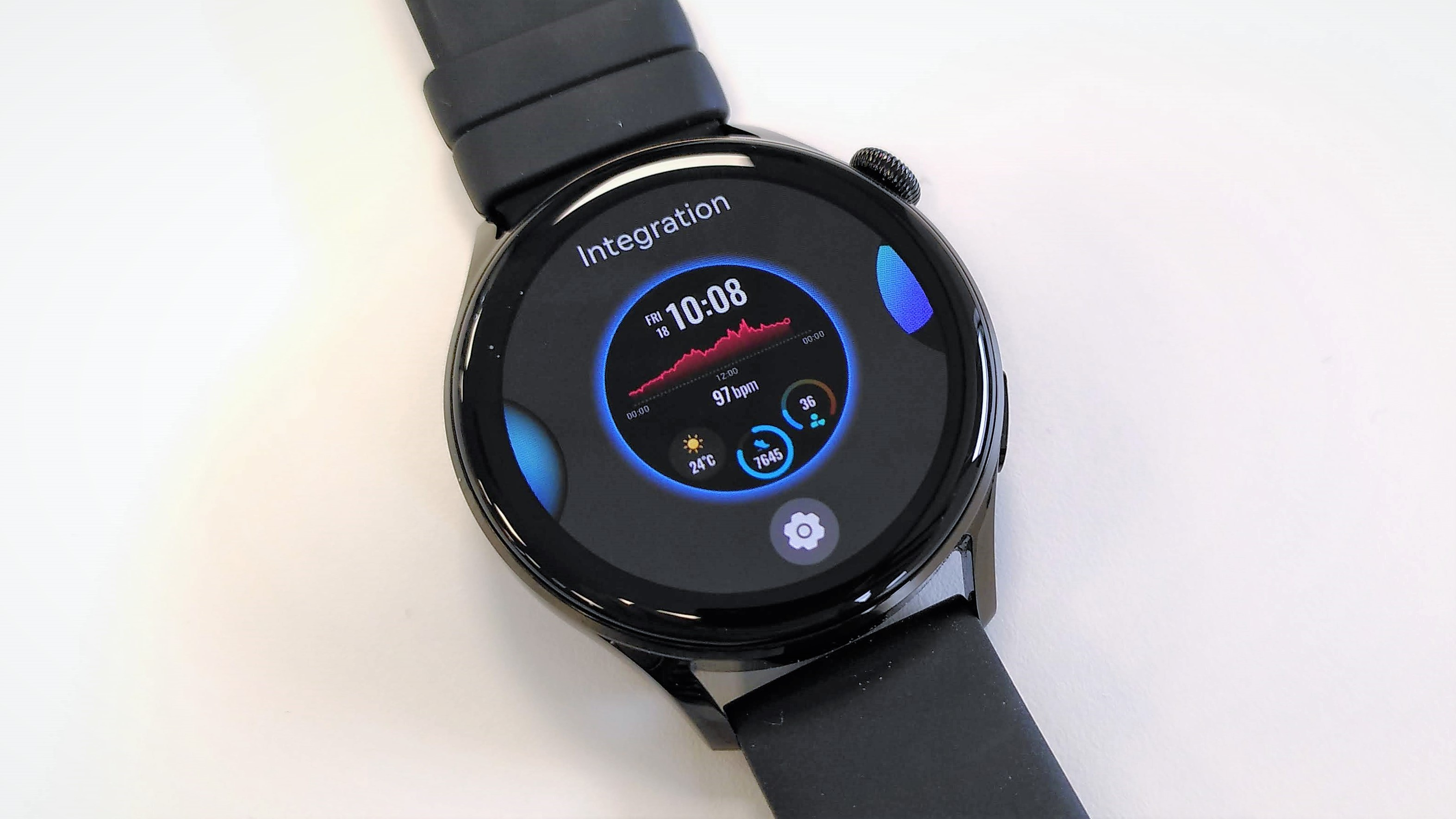 Selecting a watch face on the Huawei Watch 3