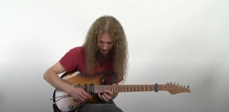 Using Four Fingers to Tap Arpeggios, and How to Play the Lick to 'Sevens'