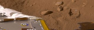 Phoenix Ready to Scoop Up Martian Soil Samples