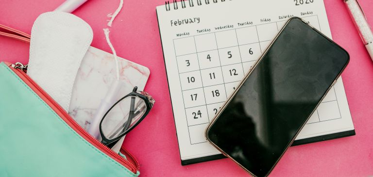 period tracker apps - Tampon and Calendar and feminine products