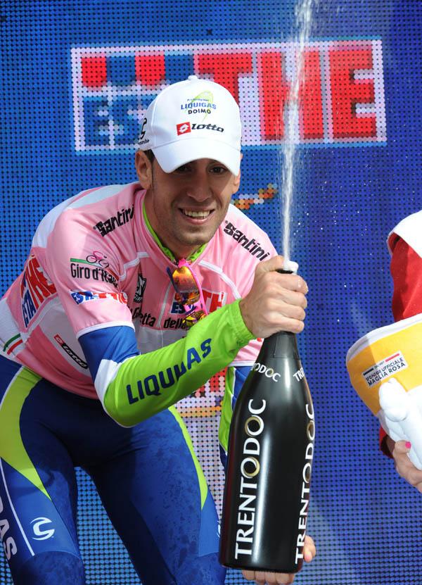 Vincenzo Nibali leads, Giro d'Italia 2010, stage 4 TTT