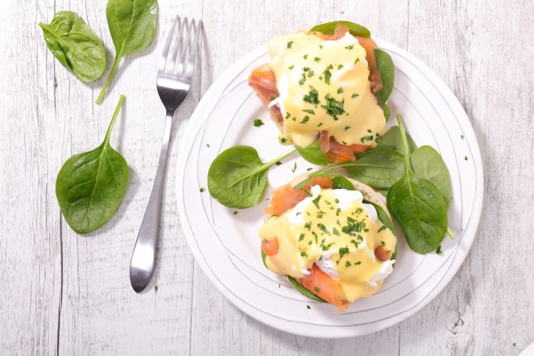hollandaise sauce recipe: Eggs Royale with hollandaise sauce