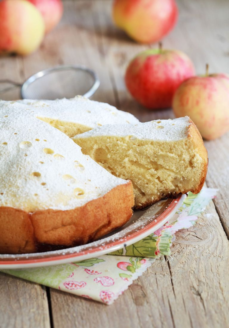 Slow cooker desserts - apple cake